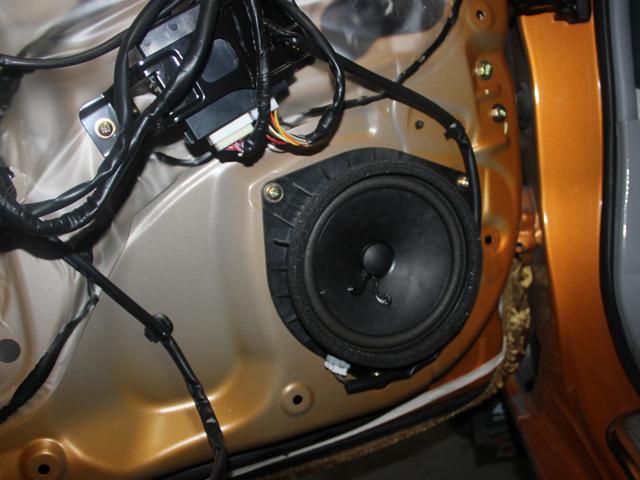 在汽车音响改装行列,意大利ATI一时哗然,成为了许多车主热恋的对象。意大利ATI以其强大的实力赢得了大部分车主的一致好评,在汽车音响领域来说,意大利ATI的出现,给了汽车音乐一个完美的升华。今天带领大家一起来看看,在一款能实现纯电动和混合动力模式切换的比亚迪秦上,前后声场都装上意大利ATI精巧6.